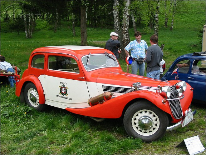 Zaèíná výstava Dìdeèek Automobil Praha 2005