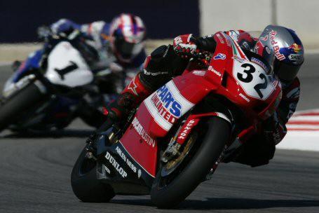 Eric Bostrom vitezi v zavode superbiku v Laguna Seca