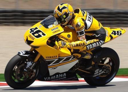 Yamaha by mela pred Rossim smeknout klobouk