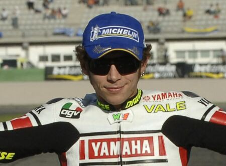 Valentino Rossi dnes jezdil ve Ferrari F2004