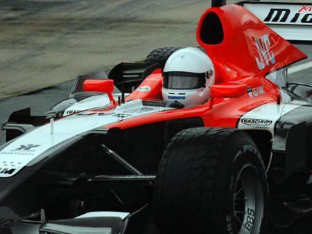 Max Biaggi dnes jezdil s monopostem Formule 1
