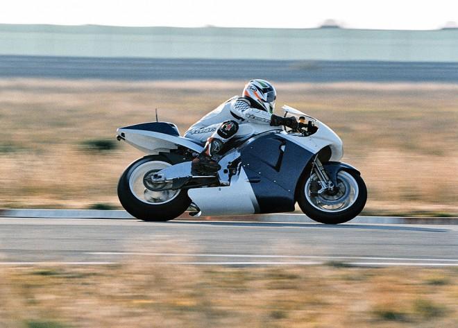 BMW - vývojová pomùcka nebo prototyp MotoGP?