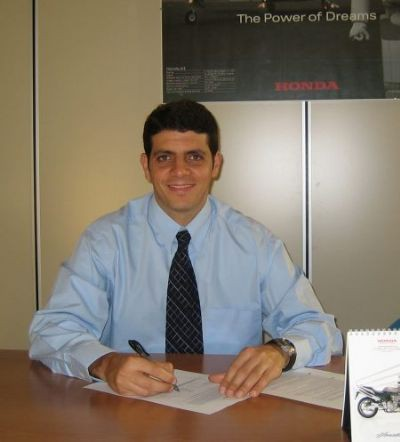 Alex Barros dnes podepsal u tymu Klaffi Honda