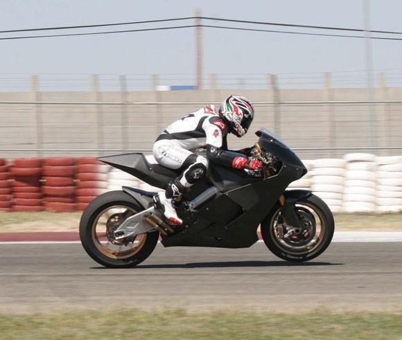 Garry McCoy testoval Ilmor X3 na okruhu v Albacete