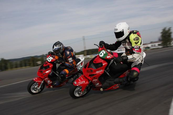 Motocross v Ar�n�