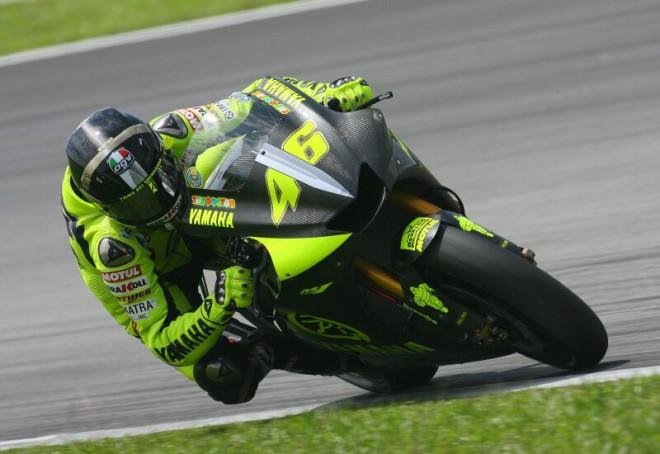 Rossi doufá ve zrychlení jeho yamahy