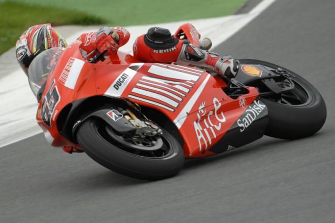 Capirossi opìt na pódiu MotoGP