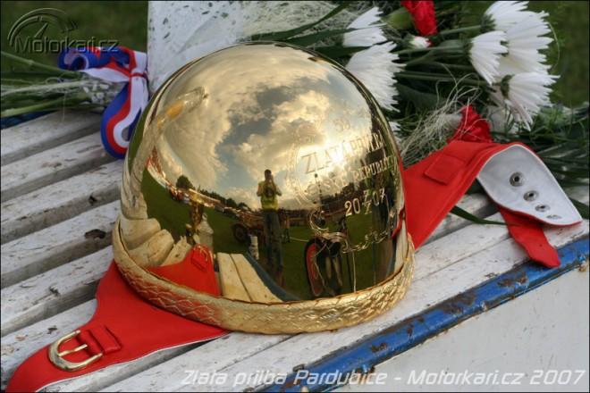 Zlatá pøilba Pardubice