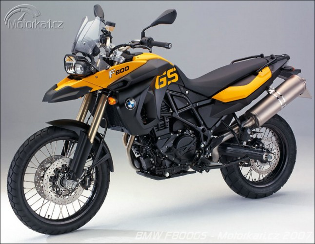 Nové modely BMW øady GS a Moto Guzzi V7 Classic
