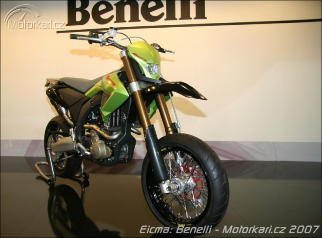 Mil�no: Benelli, Beta, Malaguti + video