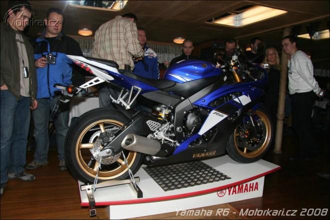 Nová Yamaha YZF-R6 pøiplouvá