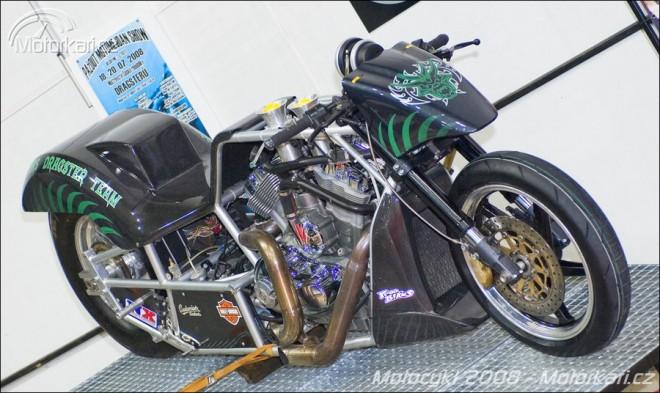 Dragstery na výstavì Motocykl