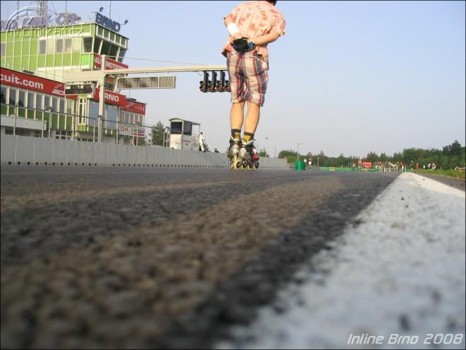 In-line bruslení na Automotodromu Brno