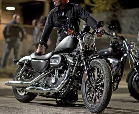 Harley-Davidson 883 Iron aneb HD to vidí èernì