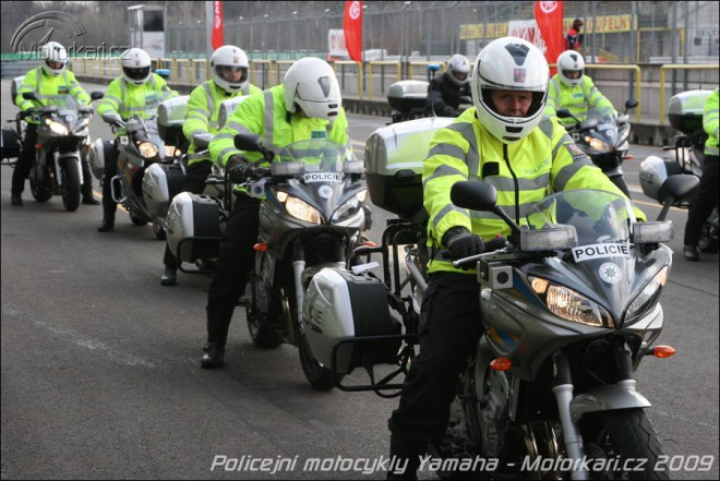 P�ed�n� nov�ch motocykl� Yamaha do rukou Policie �R