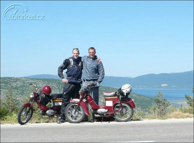 S padesátiletou Jawou pionýrem 2497 Km