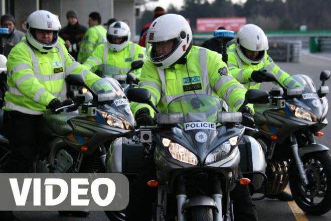 Videoreportáž z pøedávání policejních motocyklù