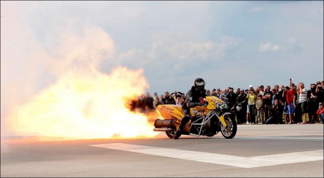 """Jet bike """"HELLFIRE"""" s tryskovým motorem v ÈR"""