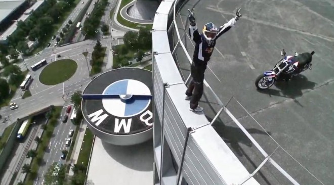 Chris Pfeiffer �to�� na BMW Tower
