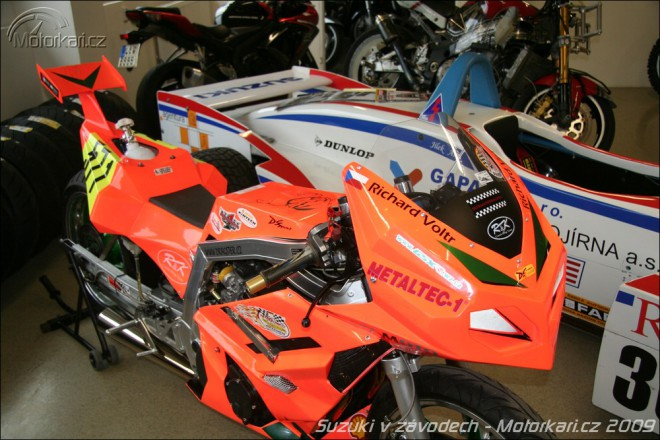 Výstava Suzuki v závodech