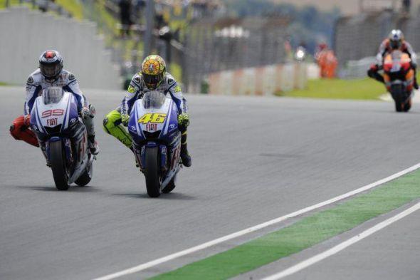 MotoGP: Video Rossi proti Lorenzovi v Katalányi