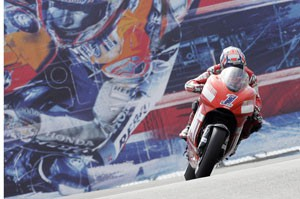 MotoGP: Video Rossi vs. Stoner - Laguna Seca 08