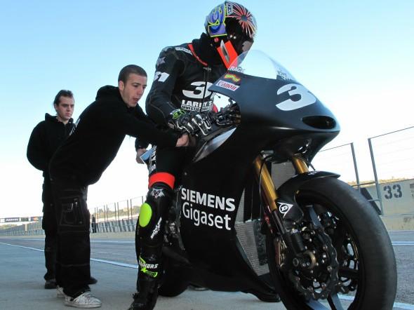 Moto2: Španìl Morales rychlejší než jezdci Grand Prix