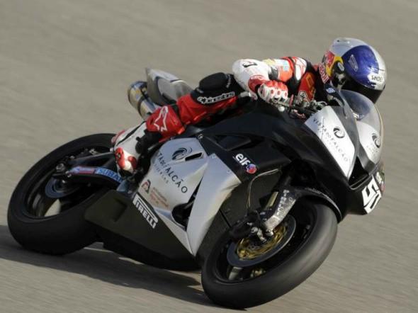 Laverty: V roce 2011 buï Moto2 nebo WSBK
