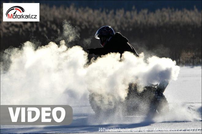 Stunt-riding na zamrzlém jezeøe