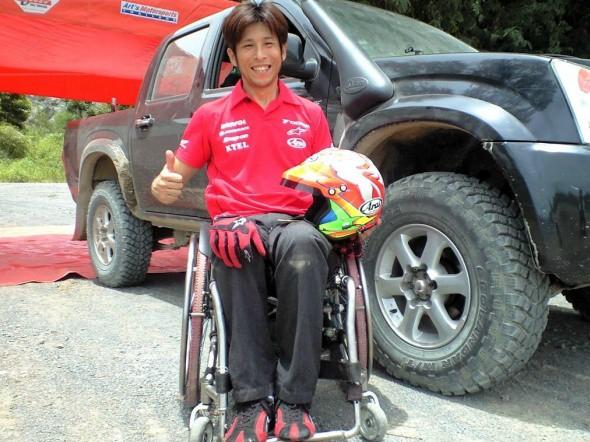 Takuma Aoki jede opìt závody automobilù