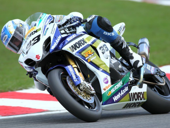 BSB: Po Brands Hatch vede Tommy Hill