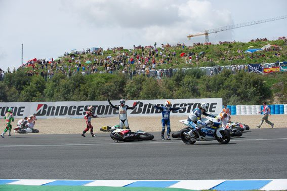 Moto2: Neuvìøitelný pád v Jerezu