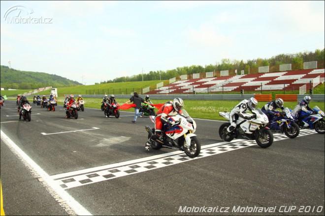 První závod Motorkáøi.cz Mototravel CUP 2010