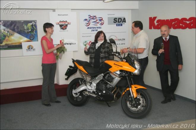 Pøedání hlavní ceny ankety Motocykl roku 2010