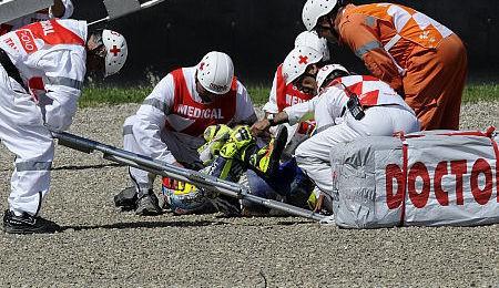 Valentino Rossi úspìšnì operován