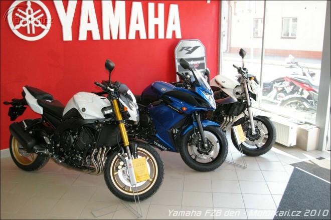 Yamaha FZ8 den v Motocentru HK