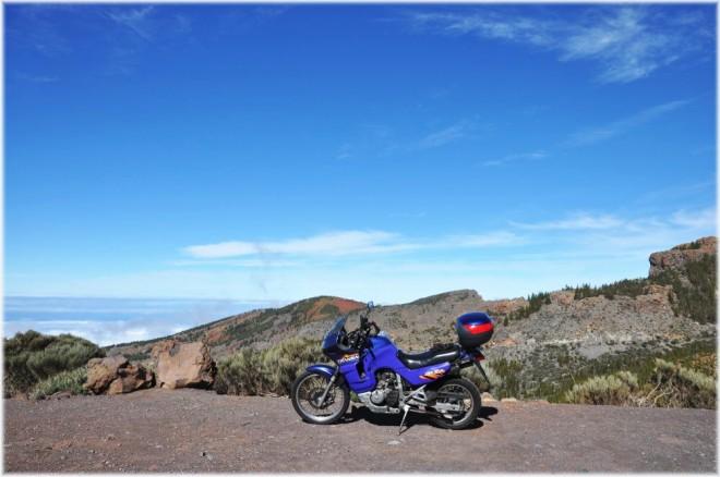Tenerife na dvou kolech - pod horou s bílou èepicí