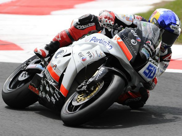 Laverty: V roce 2011 buï superbiky nebo Moto2
