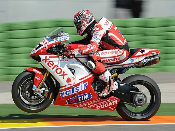 Pojede Ducati s dvojicí Edwards - Checa?