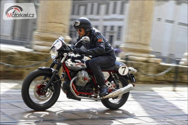 Aprilia Dorsoduro 1200 a Moto Guzzi V7 Racer