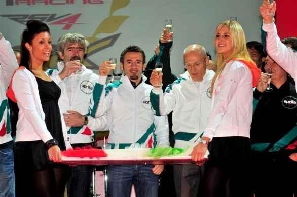 Max Biaggi zatím smlouvu s Aprilií neprodloužil