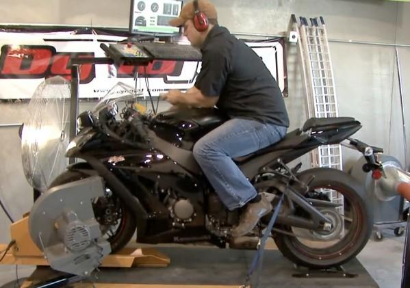 Video Kawasaki ZX-10R 2011 (US verze)