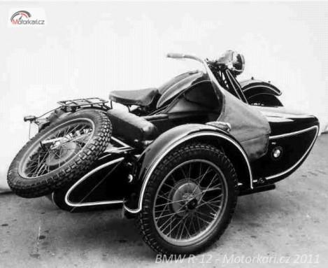 Motocykl BMW R-12 z ranné produkce se sidecarem fi. Royal model 285.