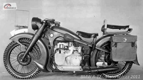 """Motocykl BMW R-12 tzv. """"Baroko"""" tento konkrétnì je vyrobený pro Wehrmacht, a má vojenské doplòky."""
