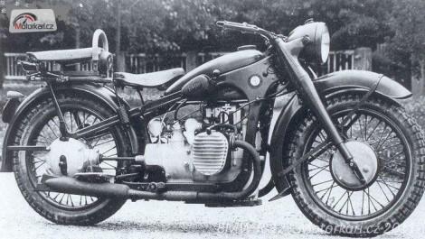 Motocykl BMW R-12 poslední verze pro Wehrmacht.