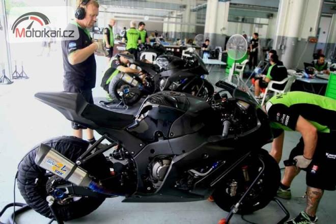 Kawasaki: 3 jezdci a 4 motorky