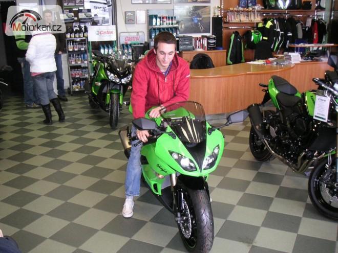 Karel Pešek si pøevzal motocykl Kawasaki od Asko KC