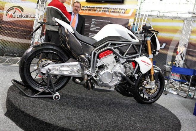 Motocykl 2011 zahájil také