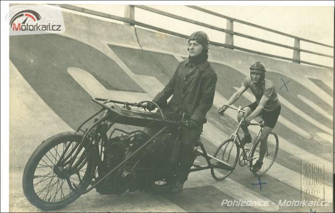 Motorky na pohlednicích