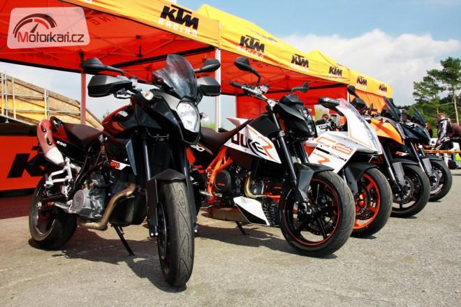 Oran�ov� t�den u dealer� KTM